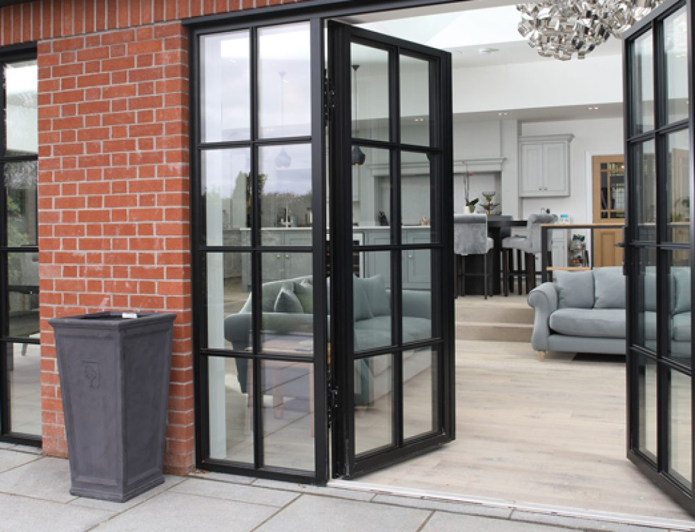 Menciptakan Ruang yang Lebih Terbuka dengan Pintu Lipat Aluminium
