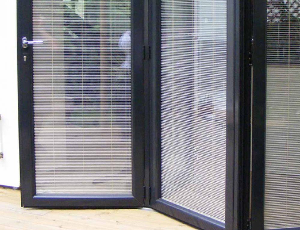 Mengapa Menggunakan Pintu Lipat Aluminium atau Pintu Bifold di Rumah Anda